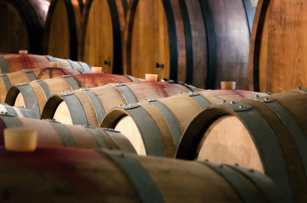 Le botti in cui riposa il vino nelle migliori cantine