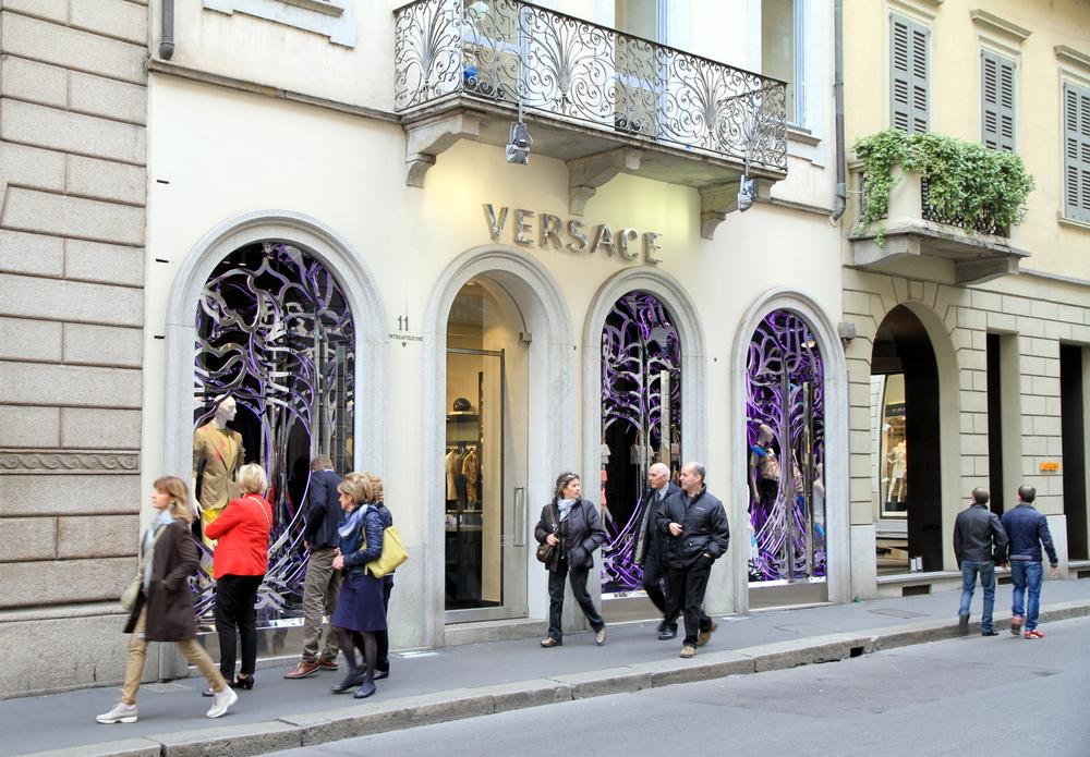 L'elegante via Montenapoleone a Milano