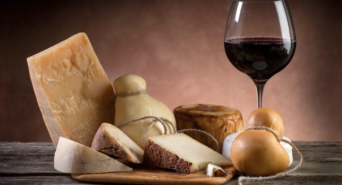 Vino rosso e formaggio: la coppia perfetta